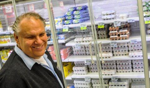 NY REKORD: Butikksjef Pål Jacobsen på Meny Tolvsrød er fornøyd med at butikken er aller best i Vestfold på panting.