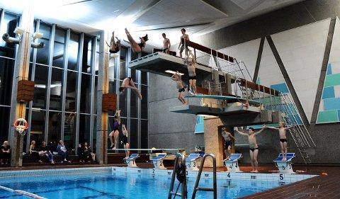BADEDISKO: Fredag ønskes bare ungdom mellom 10 og 18 år velkommen til disko i svømmehallen.