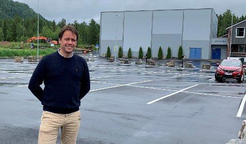 Per Helge Fossan, rektor ved Binde skole må erstattes etter at han har fått ny jobb som rektor ved Steinkjer skole.