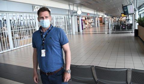 """MER TRAFIKK: Fungerende lufthavndirektør  Thomas Wintervold ved Trondheim lufthavn Værnes forteller at det har vært en markant økning i flytrafikken fra Værnes den siste tiden, likevel tror han det kan ta tid før de er tilbake på et """"normalt"""" nivå. Bildet er tatt i en annen sammenheng."""