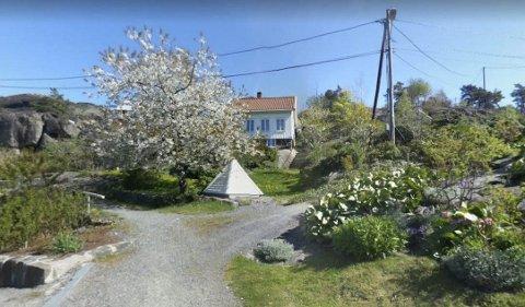 Borøy: Helt siden Ellen Fjeldheim og mannen kjøpte huset i Siaveien for 14 år siden og koblet seg på det kommunale vann- og avløpsnettet har de hatt problemer. Det har i løpet av de siste 10-11 årene gitt Fjeldheim 90.000 kroner i utgifter. Foto: Google Streetview