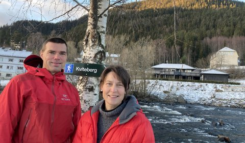 TURFOLK: Julia og Morten Helgesen har nylig kommet med en oppdatert versjon av bøkene «På tur i Valdres».