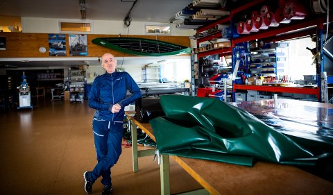 TØFF TID: Tore Smerud forteller om en usikker framtid. Han og bedriften har vært gjennom tre tøffe kriser på kort tid.