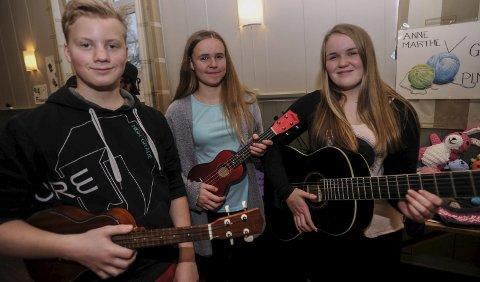 MUSIKK: Adrian Barø, Jenny Felgenhauer og Frida Malen Sandkjernan.