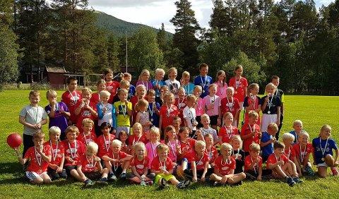 62 barn mellom 6 og 12 år deltok på friidrettsskole på Telneset, og fredag ble Telneslekene med uhøytidelige konkurranser arrangert.