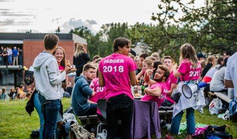 FEST PÅ LØRDAG: Tradisjonen tro var de nye studentene på NMBU invitert til stor fest på Pentagon for å markere åpningen på semesteret.