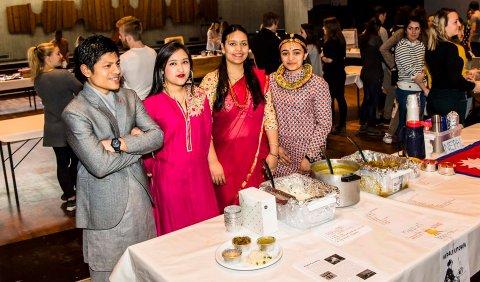 Mange nasjoner i Ås: Bilde fra internasjonal matfestival i Aud Max.