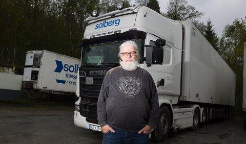 NISJE: Bård Solberg i Solberg Transport mener det er umulig å konkurrere med de utenlandske aktørene, men har funnet sine nisjer i markedet