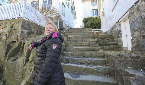 Blir den berømt? Linda Skomakerstuen trengte en liten blindvei i trehusbyen Risør. Hun valgte seg Lille Trappegate. Allerede nå forteller folk i området om skuelystne som stopper entusiastisk og peker.