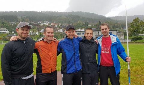 De var medalje sankere av første klasse. Steven Cox (fra venstre), Morten Helland, Halvard Grova, Anders Ravndal og Stig Børge Røiland møttes igjen til dyst tjue år etter.