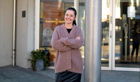 GLEDER SEG: Ny leder for Flekkefjord Sparebank på Moi, Randi E. Handeland gleder seg til å ta fatt på oppgaven.