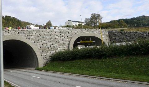 13 personer ble tatt da UP hadde laserkontroll i Eikåstunnelen sent onsdag kveld og natt til torsdag.