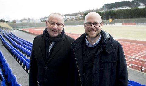Friidrettspresident Ketil Tømmernes (t.v.) og idrettsbyråd Pål Hafstad Thorsen vil arrangere U23-EM i friidrett på Fana Stadion i 2021.