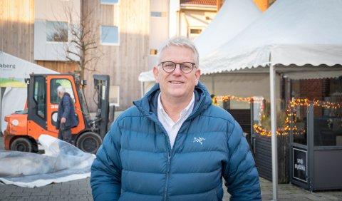 Juletorg: Svein Sørnes forteller at det blir juletorg i sentrum i år.