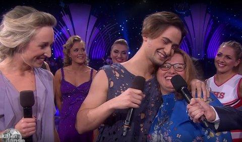STOLT: – Jeg blir lykkelig av å se ham, sa Cengiz' mor om dansen som skulle hedre henne.