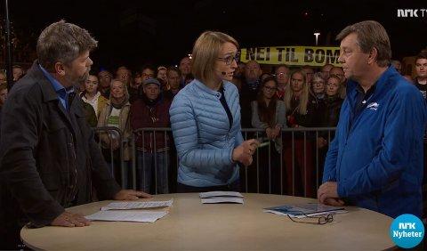 Nei til bomring markerte seg med et klart synlig banner under debattsendingen til NRK mandag. Da skal de ha blitt truet med å bli bortvist.