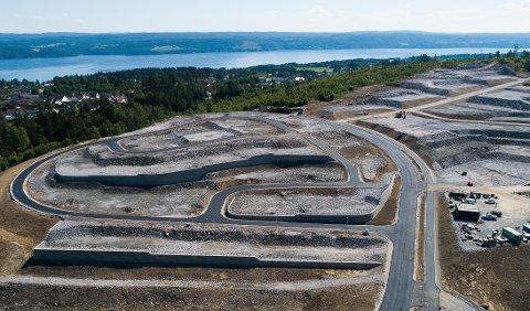 Salg av eiendommer i Høgåsen skal være med å finansiere andre tiltak på Flateby.