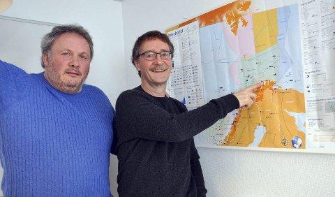 DETTE ER POSITIVT: Leif G.P. Olsen, havnesjef i Nordkappregionen havn og Stig Hansen, daglig leder i Nordkappregionen Næringshage, er positive til en STS-løsning i Sarnesfjorden. Inntil annen løsning er på plass.