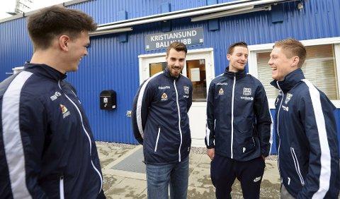 PÅ PLASS: Bendik Bye (nummer to frå høgre) har signert for Kristiansund. Her er han saman med Bent Sørmo, Christoffer Aasbak  og Torgil Gjertsen.