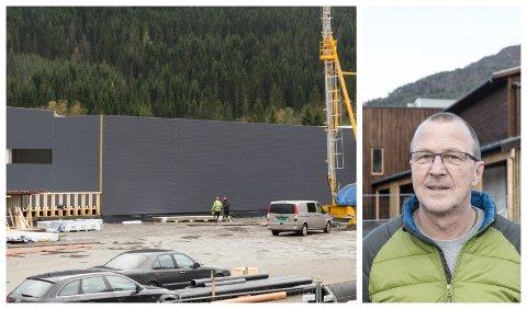 ETTERLENGTA: Fleirbrukshallen på Halbrend skule skal stå ferdig i slutten av februar.