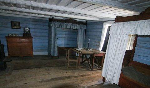 Trange kår: Dette er gutterommet i andre etasje på museet. Her delte fem gutter plass.