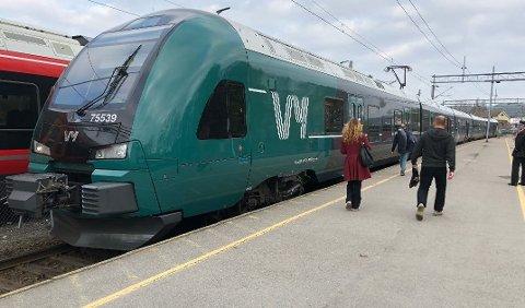 FLERE AVGANGER OG FLERE PLASSER: Nå øker Vy antall avganger på Østfoldbanen. I tillegg blir det flere avganger med doble togsett.