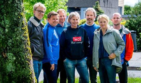 Oscar Undahl (elevrådsleder), Sverre Gulbransen (rådgiver), Michael Røn (elevtjenesten og MOT-instruktør), Helen Wernersen (elevtjenesten), Leif Østli (rektor), Kjersti Lien Holte og Espen Marius Foss (forskere ved Høgskolen i Østfold) samarbeider om å skape et miljø som øker livskvaliteten for både elever og ansatte ved Frederik II videregående skole.