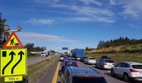 Terje Bratland forteller at trafikken står bom stille på E6.