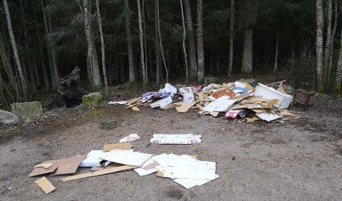 Slik så det ut da turgåere var på søndagstur på Vetatoppen i helgen. Nå mener kommunen å vite hvem som eier avfallet.