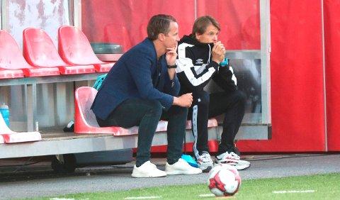 FJERNES? Glåmdalen sitter med opplysninger som tyder på at Mika Lehkosuo (til høyre) - her sammen med KIL-sjef Espen Nystuen - er ferdig som KIL-trener.