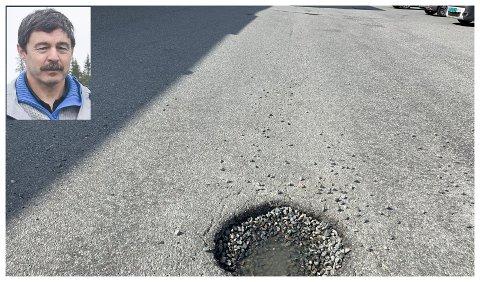 TETTES: Allmenningsbestyrer Lars Olav Jensen lover at hullene utenfor kjøpesenteret på Andfossen snart blir reparert.