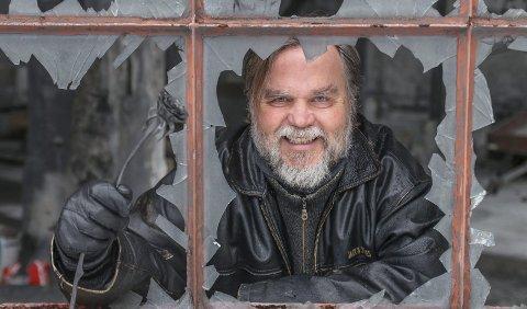 60 år: Lars Ove Seljestad, arbeidarsonen som vart sosiolog, forfattar og festivalgründer, gir seg ikkje. I dag rundar han seks tiår og er framleis ungdommeleg og glødande engasjert. Han let seg provosera og begeistra. Og han vert rørt. Foto: Synnøve Fonneland