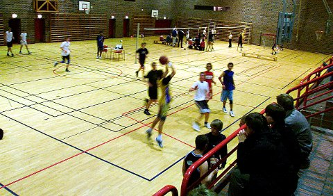 Vardafjellhallen skal få en nabohall. Bildet er fra en turnering i 2003.