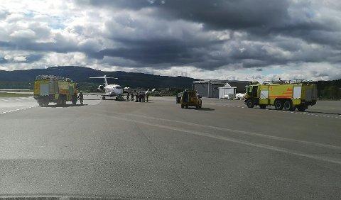 EVAKUERT: 10 personer ble evakuert fra flyet som nødlandet i Alta søndag morgen.