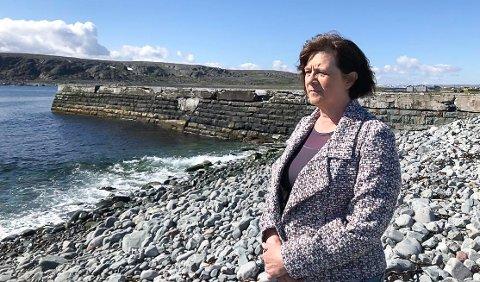 STOPPER OPP IGJEN: Fylkesråd Kristina Hansen sier det er tvilsomt at fylkeskommunen vil skrive under på avtalen om å overta fiskerihavnene., slik det var lagt opp til etter lang tids tautrekking.