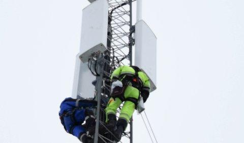 MER FART: Basestasjonene som Telia opererer skal oppgraderes med 5G-sendere i hele landet. I Finnmark har de begynt å skru på 5G-nettet. Først ut var basestasjon i Kvalsund.
