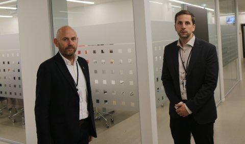 BEREDSKAPSMØTE: Ordfører Andreas Vollsund og rådmann Trygve Apeland var på plass i rådhuset tirsdag kveld.