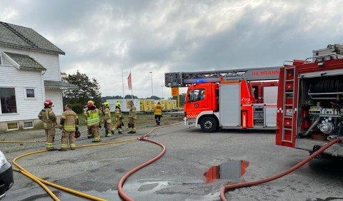 BRANN: Det var full utrykning til et bolighus på Re ved Bryne mandag ettermiddag.