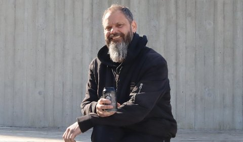 SPONTAN GLEDE: - Me var berre så glade for gjenopninga at me heilt spontant la alle band-namna ut på Facebook, seier Svein Harald Kleppe i Brynerocken.