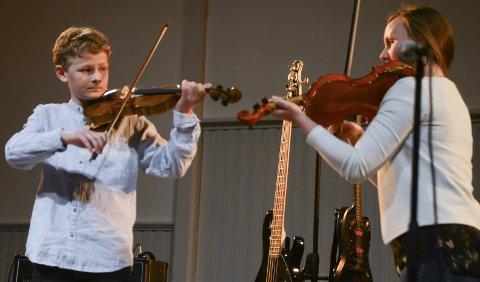 Fiolin: Thorvald Tveitereid spilte reinlender sammen med Annika Westgård.