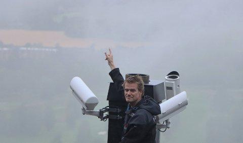 Meteormannen: Fra sitt kamera ovenfor Holmenkollen kan Steinar Midtskogen fra Tranby se over til området der det norske meteornettverket mener nedfallsområdet ligger.