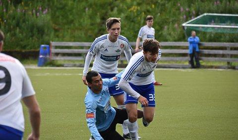 TIL MELBO: Ruben Falk Jensen (bakerst) har signert en to-årskontrakt med Melbo IL.
