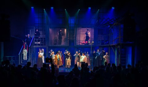 SISTE SPILLEDAG: Teaterkråkene og «Oliver» fikk trampeklapp og stående applaus fra publikum.