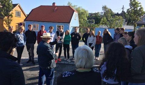 LYDHØRE: Lokalhistorisk vandring i Klostergata med Arnulf Johannessen som guide og inspirator.