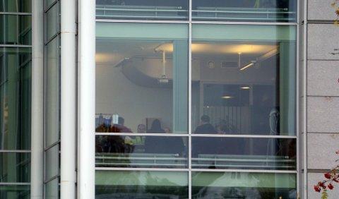 PÅ ORDFØRERENS KONTOR: Her er Tromsø Skøyteklubb og president Mona Adolfsen i Norges Skøyteforbund i møte med ordfører Gunnar Wilhelmsen mandag for å få en slutt på saken rundt isbanen i Tromsdalen.