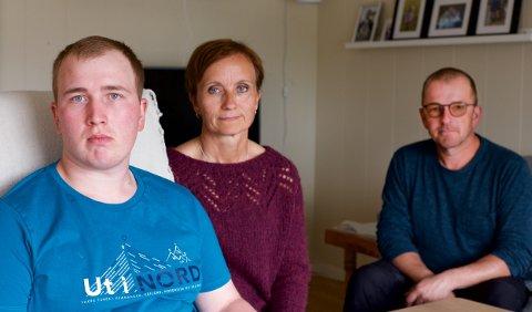 VIL JOBBE: 21 år gamle Jørgen Fredriksen skulle egentlig begynt på jobb i vekstbedriftens dagsenter. Når har foreldrene, Irene og Morten fått beskjed om at det ikke blir noe dagtilbud.