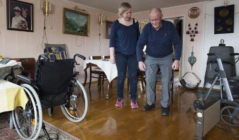 Parkert: Rullestolen er bare til pynt. Arne Myhre trener balanse og styrke, mens Trine Marie Gudbrandsen er veileder.                                                       Foto: Henning Gulbrandsen