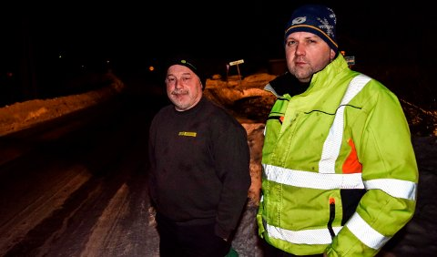 LYS IDE: - Målet er å få til belysning langs hele veistrekningen som er under utbygging, sier Arne Aasbekken (t.v.) og Øystein Emilsen i Skjeskroken ved Hov.