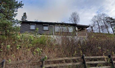 TIL AKSJON: I midten av januar gikk politiet til aksjon mot dette huset og gjorde beslag av en stor mengde cannabis.
