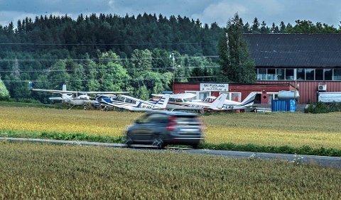 OPPHEVET VEDTAK: Fylkesmannen opphevet i fjor vedtaket der politikerne i Ski ga Follo flyklubb dispensasjon til å drive flyplassen på jordet til Søndre Ski gård.